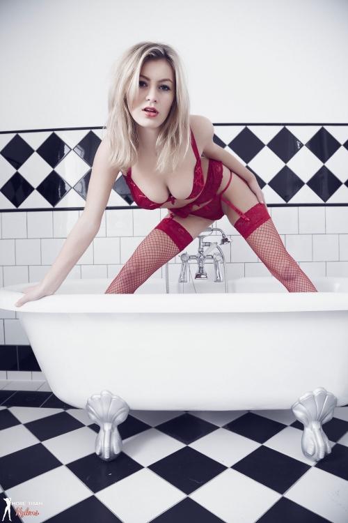 Summer St Claire - Bathtime - Picture 5
