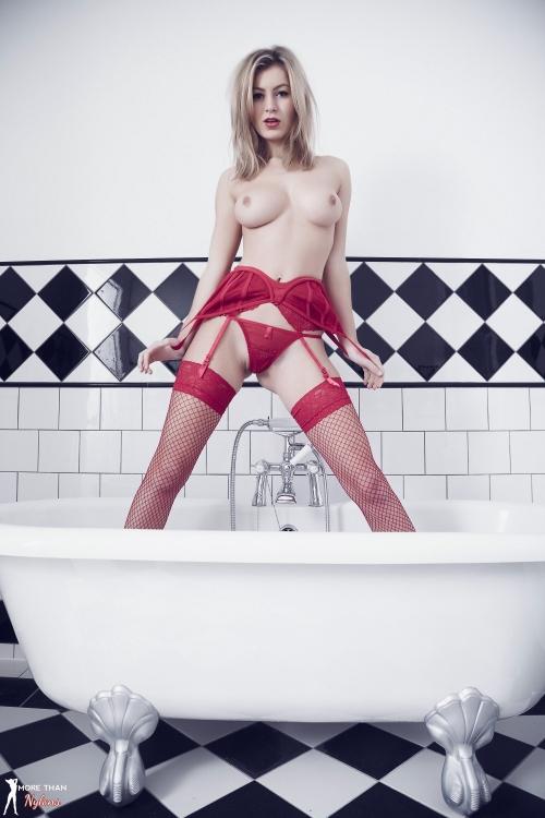 Summer St Claire - Bathtime - Picture 6
