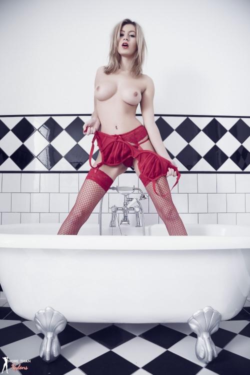 Summer St Claire - Bathtime - Picture 7