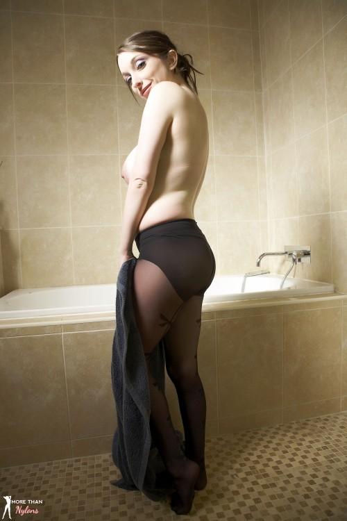 Gemma Lou In Bathtime Bonus - Picture 9