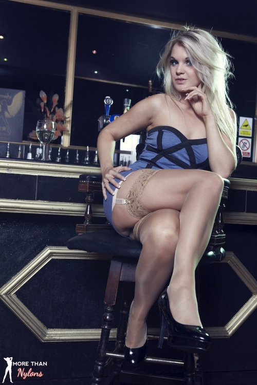 Shelley Roberts - Glamour Puss - Picture 3