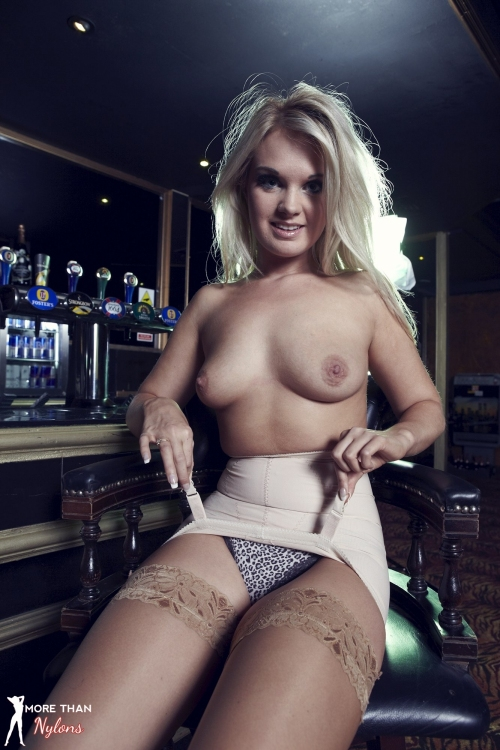 Shelley Roberts - Glamour Puss - Picture 9