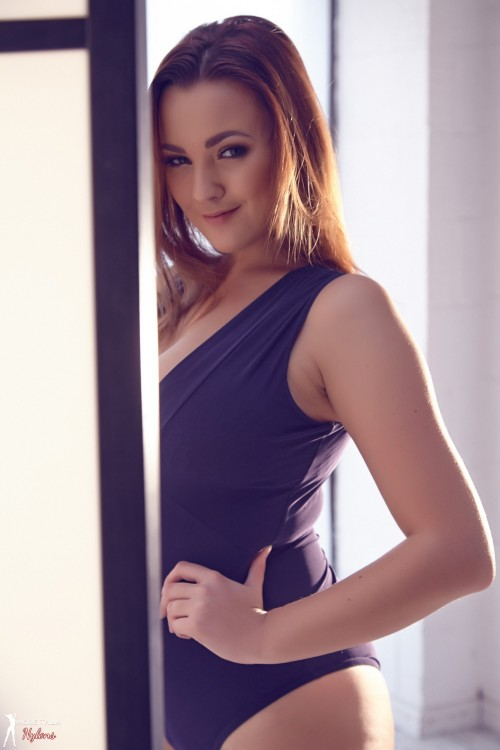 Jodie Gasson Sexy Silhouette - Picture 3
