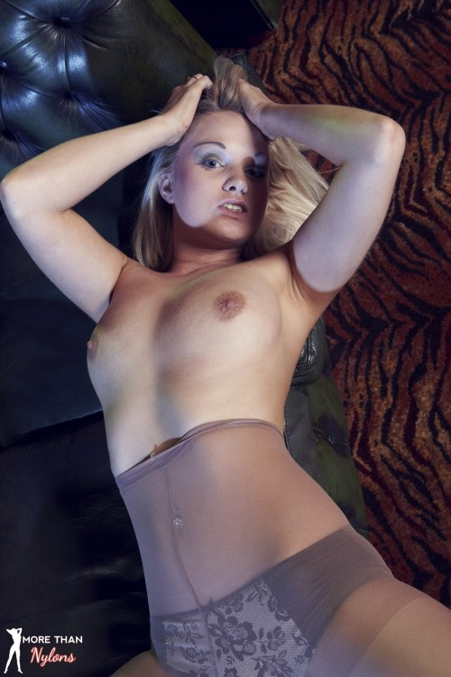 Shelley Roberts - Poor Little Party Girl - Picture 6